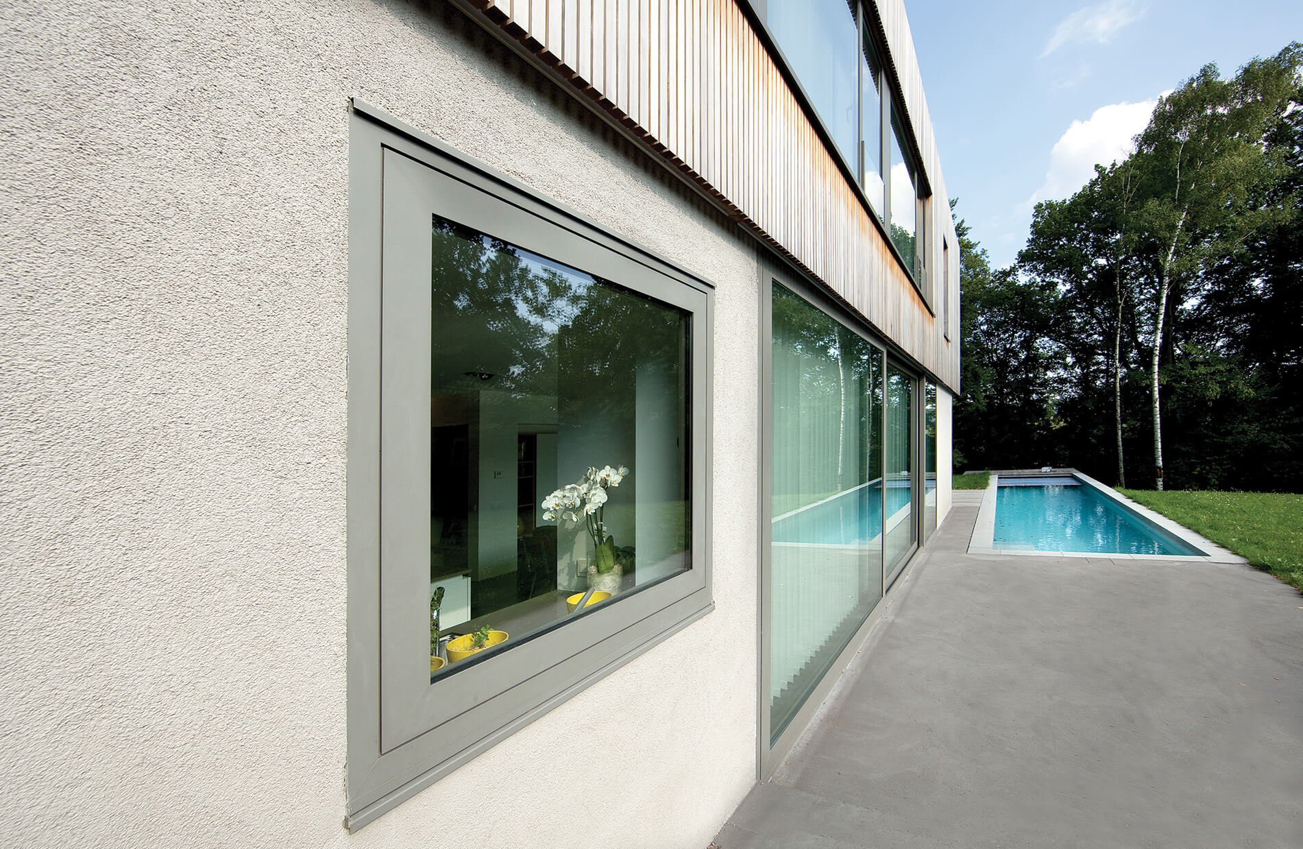 Aluminium windows using the Raynaers CS 77 profile.
